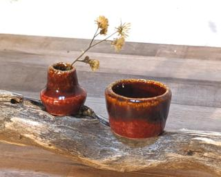 Have you ever seen a planter and vase so small before? These would make a great addition to one's doll house accessories' collection, or it could hold some very very small flowers.