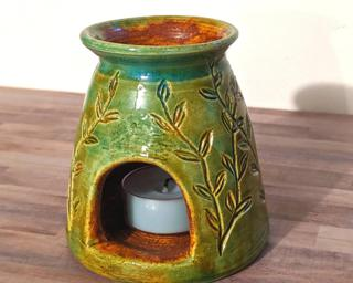A lovely tealight candle holder to decorate your table.