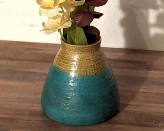 Accessorize your room with this lovely flower vase.